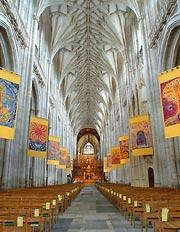 wnętrze katedry w Winchesterze