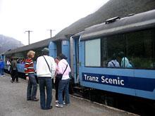 Pociąg TranzAlpine / stacja Arthurs Pass