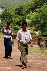 Birmańczyk w typowym stroju
