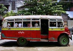 Miejski autobus w Yangonie