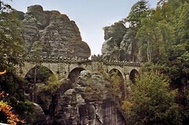 Most Bastei widziany z twierdzy Neurathen
