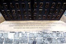 Fragment poznańskiego pomnika kryptologów