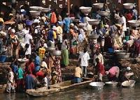 na brzegu rzeki w Elminie